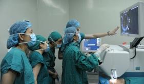 成功开展西南地区首例飞秒激光辅助白内障超声乳化术