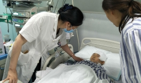 """高压氧治疗中心全力协作救治""""8.8""""九寨沟地震伤员"""