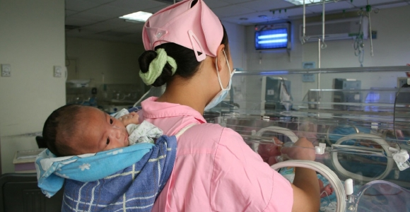 照顾新生儿