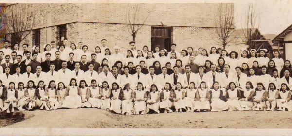 1948年在青龙街的四川省立医院全体职工合影