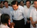 时任贾庆林主席5.12来我院看望地震伤员并慰问医务人员