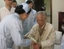 弘扬传统关爱老人 医护合作情暖病房