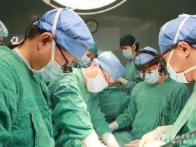 红星视频:我院顺利实施全国首例正式上市人工心脏植入手术