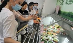 成都市卫健委调研指导营养健康食堂试点建设工作