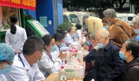 """老年呼吸科党支部开展""""关爱老人,情暖重阳""""主题党日活动"""